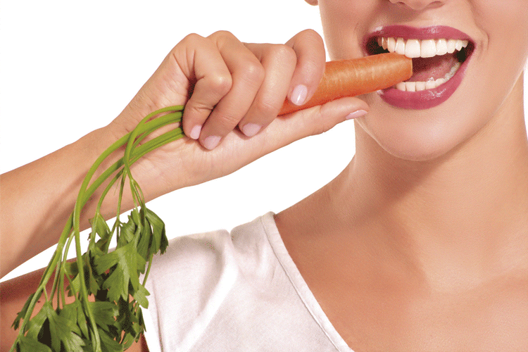 10 dicas de alimentos que deixam os dentes mais fortes e brancos