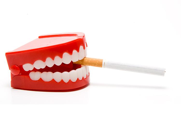 Saúde bucal e cigarro: saiba como o fumo pode te prejudicar