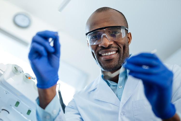 Dia mundial do dentista: você conhece todas as especialidades da odontologia?