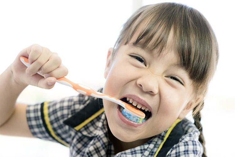 Volta às aulas: como fazer um kit de higiene bucal para os pequenos