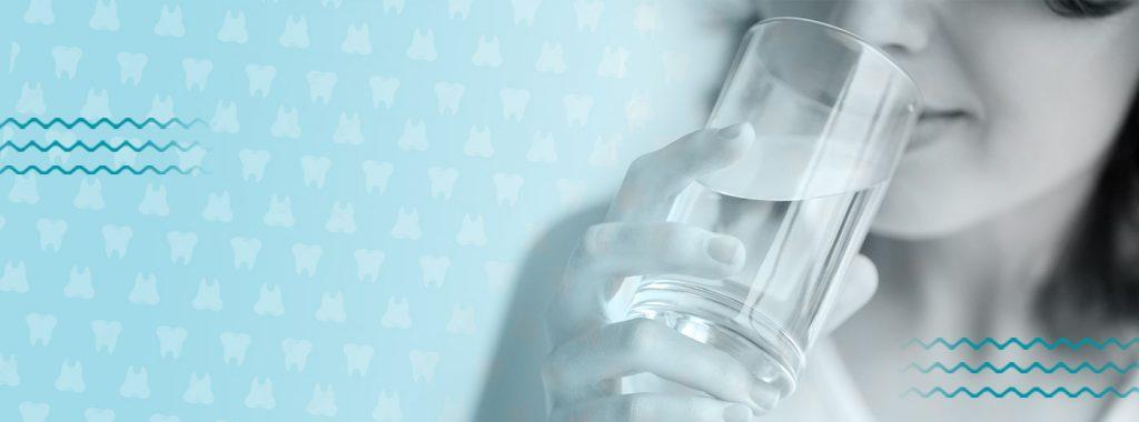 Entenda como o consumo de água pode interferir na sua saúde bucal