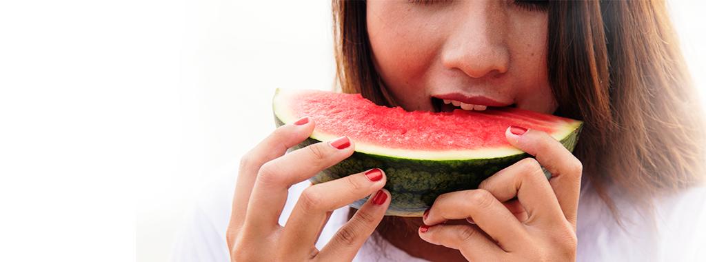 8 tipos de alimentos detergentes e como eles interferem na saúde da sua boca