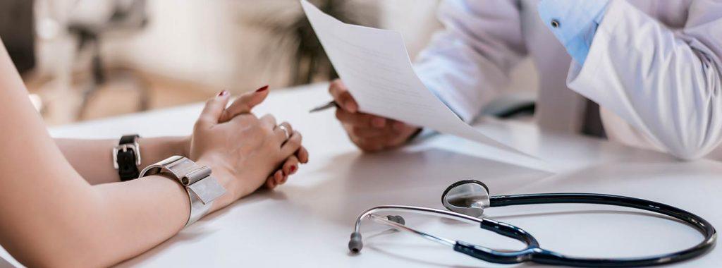 Quais as principais características da síndrome cleidocraniana?