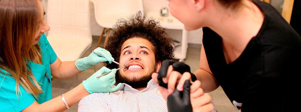 Leve alguém com você ao dentista