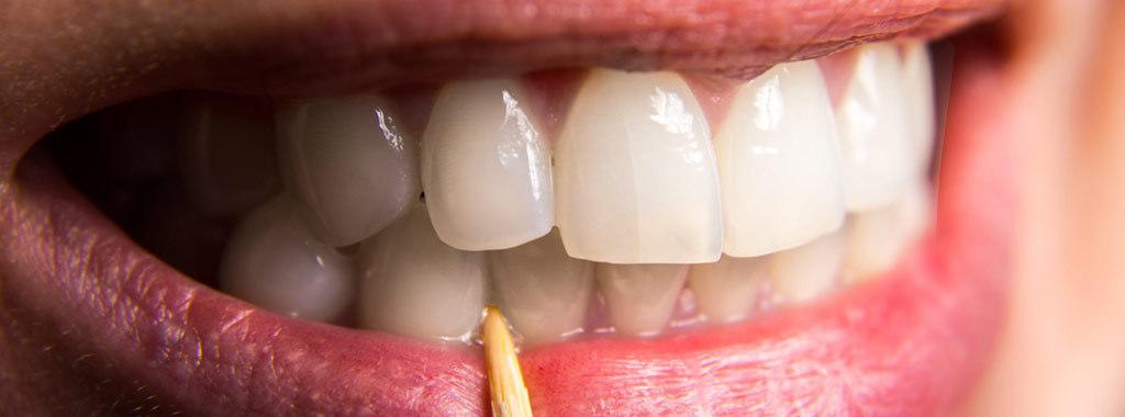 Evite palitar os dentes para uma saúde bucal mais saudável