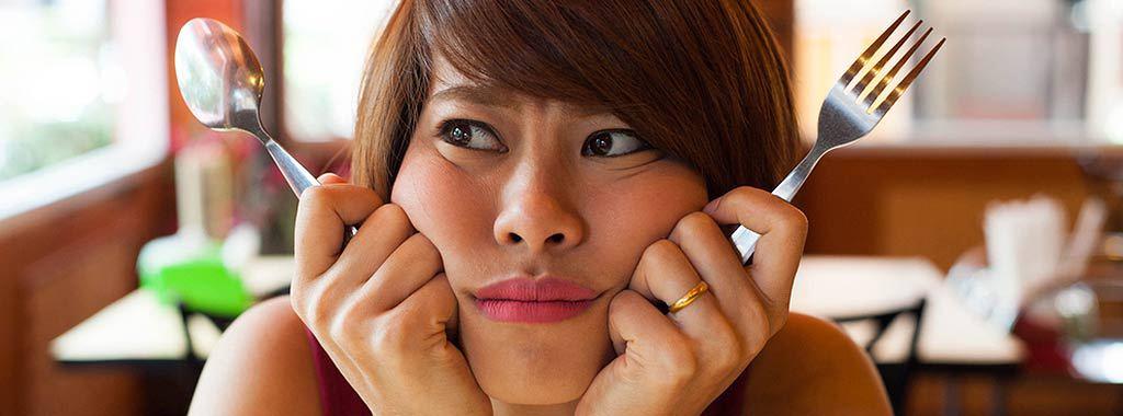 A má alimentação e o jejum é a terceira causa mais comum do mau hálito.
